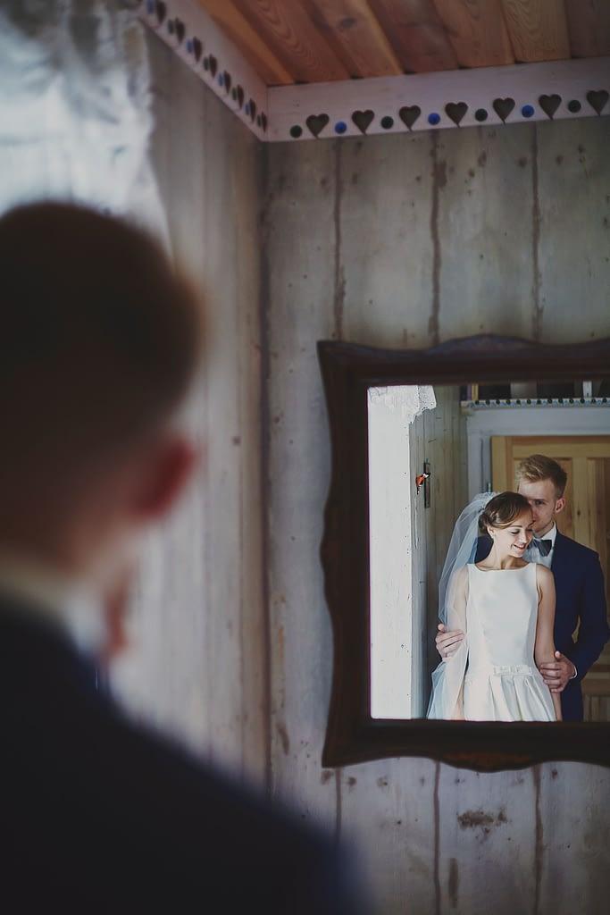 zdjęcia ślubne z motocyklem lustro