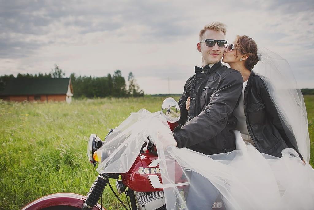 zdjęcia ślubne z motocyklem