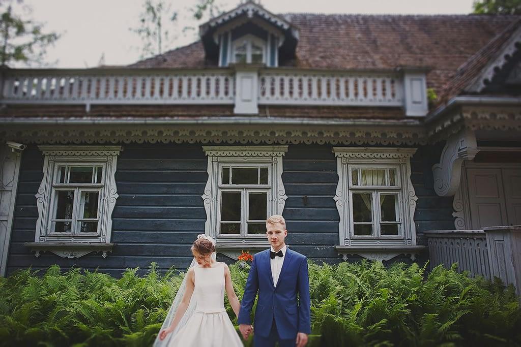 zdjęcia ślubne z motocyklem pałacyk