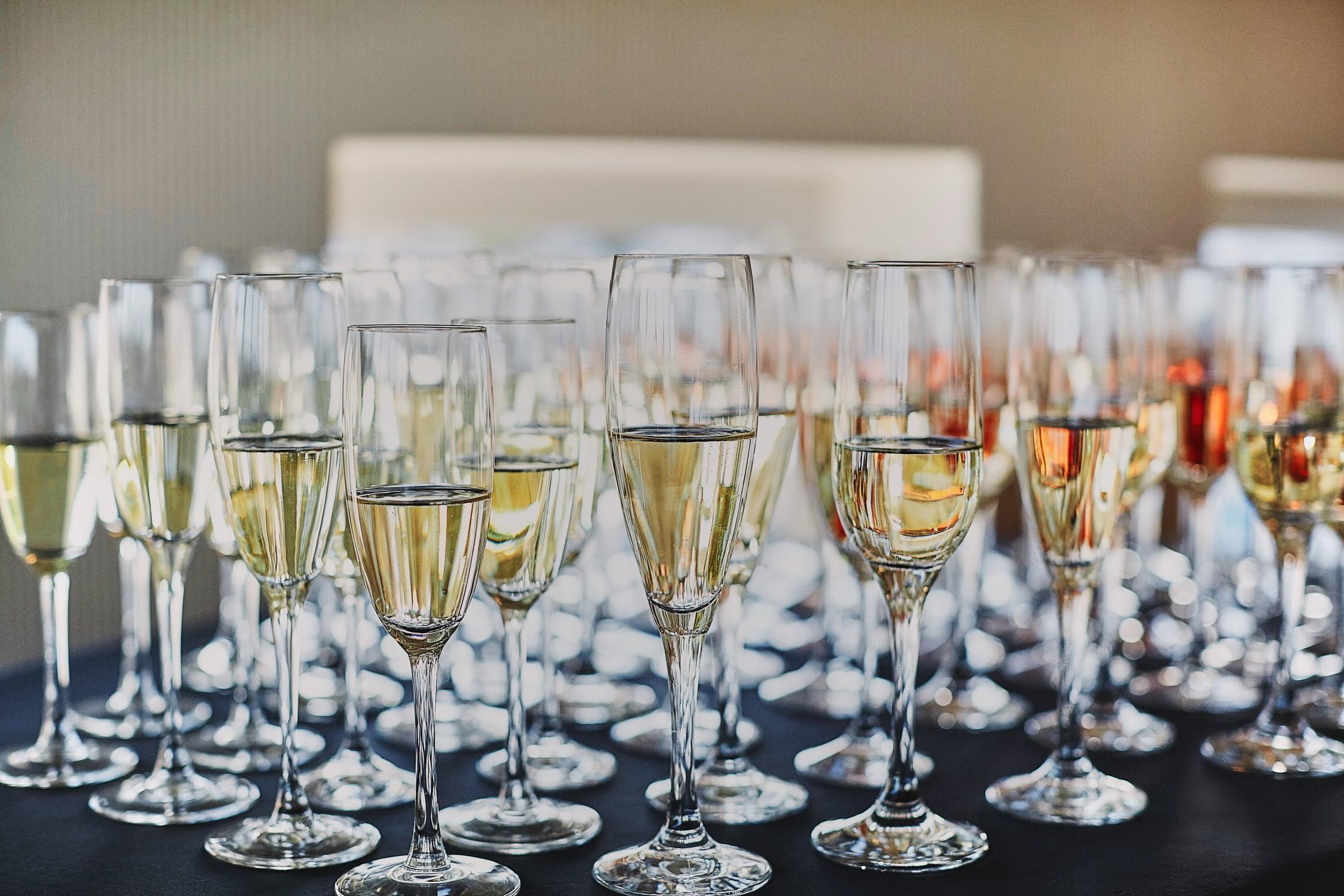 Zdjęcia ślubne detale toast kieliszki