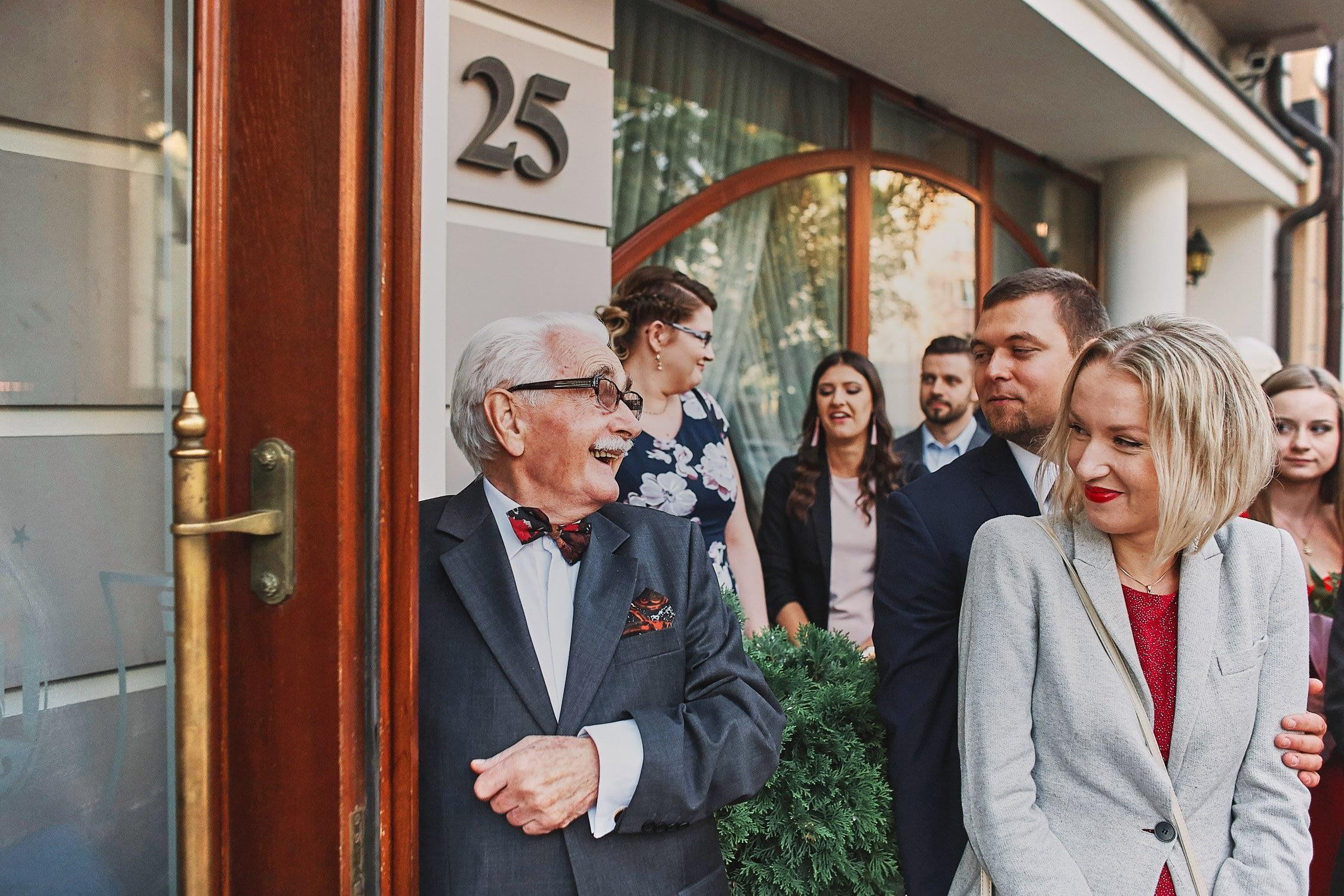Zdjęcia ślubne wejście goście