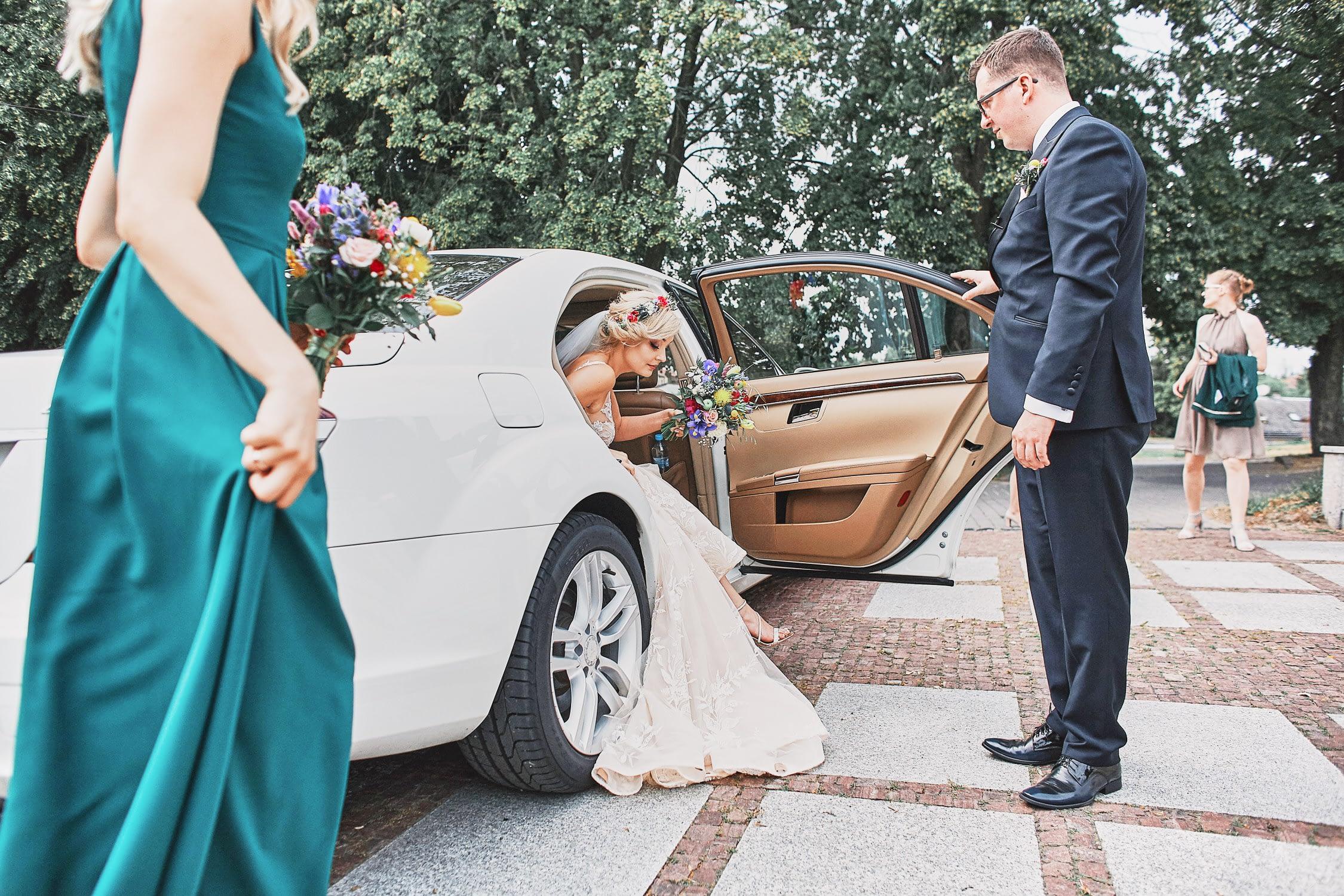 Zdjęcia ślubne samochód
