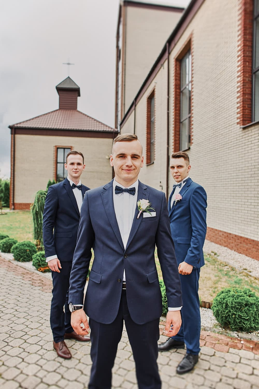 Zdjęcia ślubne drużba świadkowie